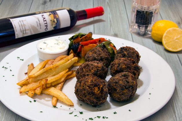 Kastro Oia Restaurant Santorini. Fried meat balls flavoured with spearmint, grilled vegetables and yoghurt sauce.